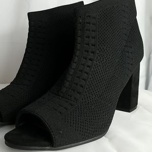 Seven Dials stretchy peep toed bootie S9.5M